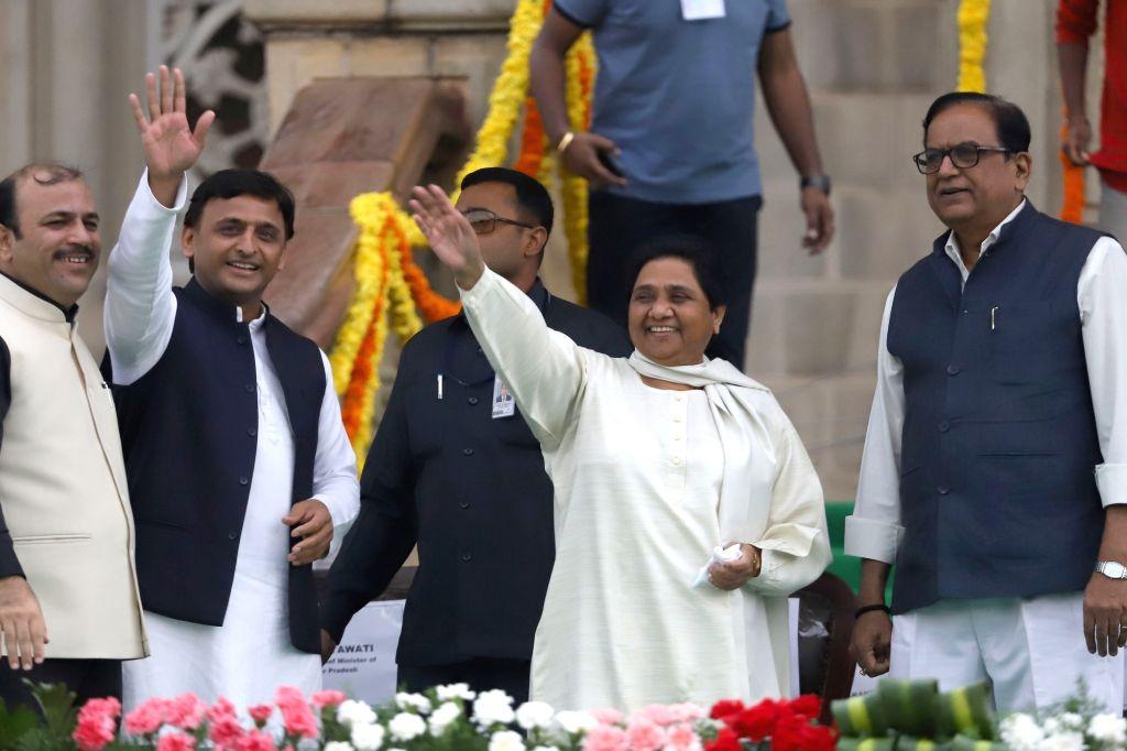 Samajwadi Party supremo Akhilesh Yadav and BSP chief Mayawati at the swearing in ceremony of Karnataka Chief Minister H.D.Kumaraswamy in Bengaluru on May 23, 2018. - H. and Akhilesh Yadav