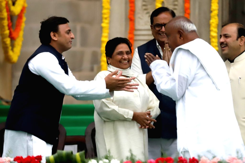 Samajwadi Party supremo Akhilesh Yadav and BSP chief Mayawati with JD(S) supremo HD Deve Gowda at the swearing in ceremony of Karnataka Chief Minister H.D.Kumaraswamy in Bengaluru on May ... - H. and Akhilesh Yadav