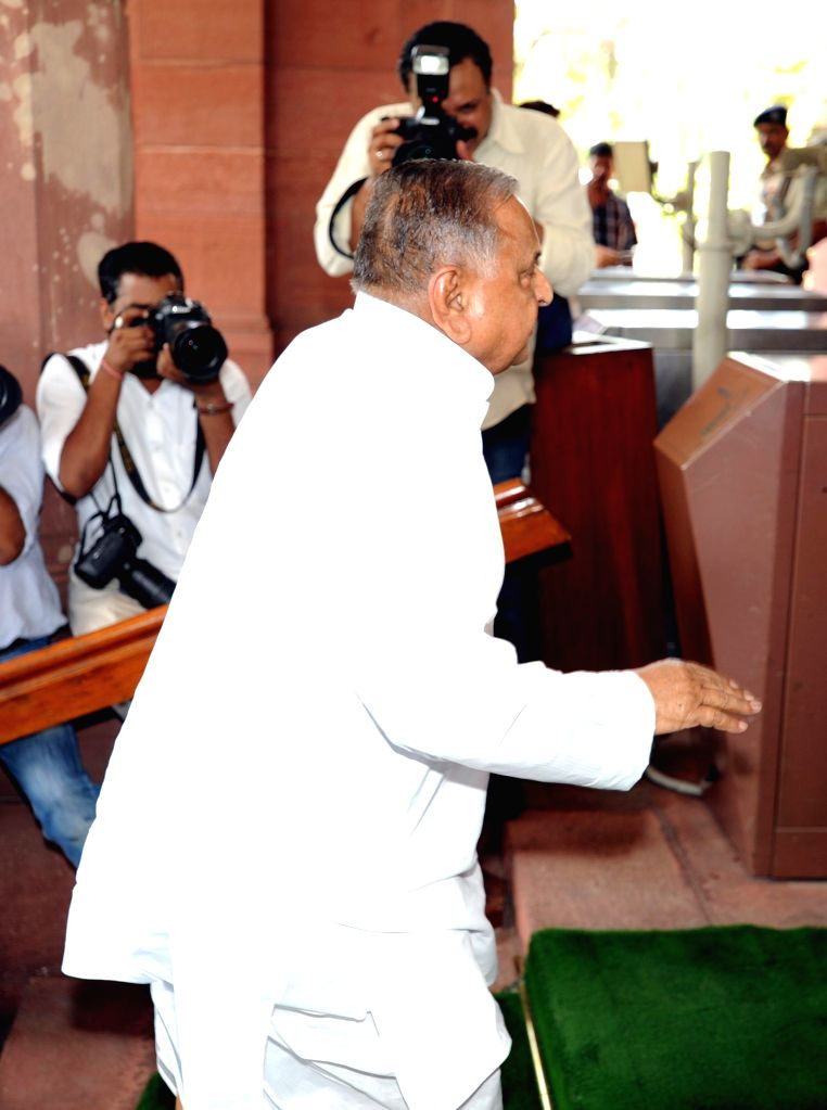 Samajwadi Party supremo Mulayam Singh Yadav arrives at the Parliament to attend Budget Session 2014-15 in New Delhi on July 10, 2014. - Mulayam Singh Yadav