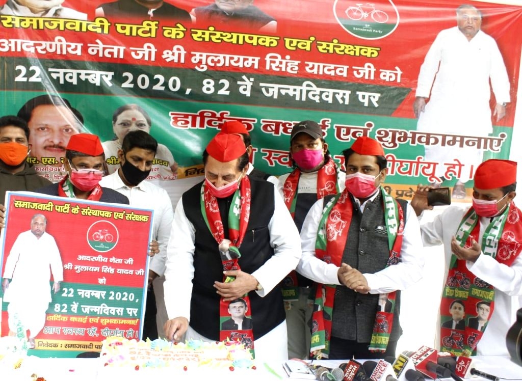 Samajwadi party supremo Mulayam Singh Yadav 82 Birthday Celebrate at jantar mantar in New Delhi on Sunday photo by Qamar Sibtain - Mulayam Singh Yadav