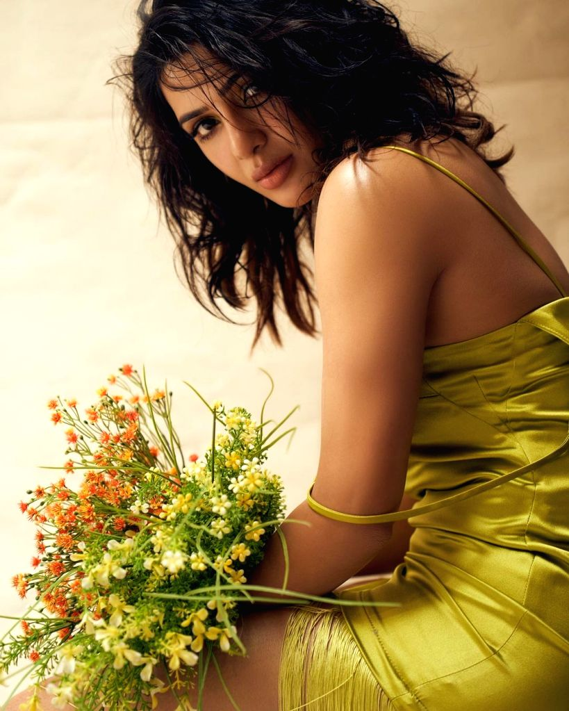 Samantha Akkineni dazzles in shimmery gold fringed dress.(photo:Instagram)