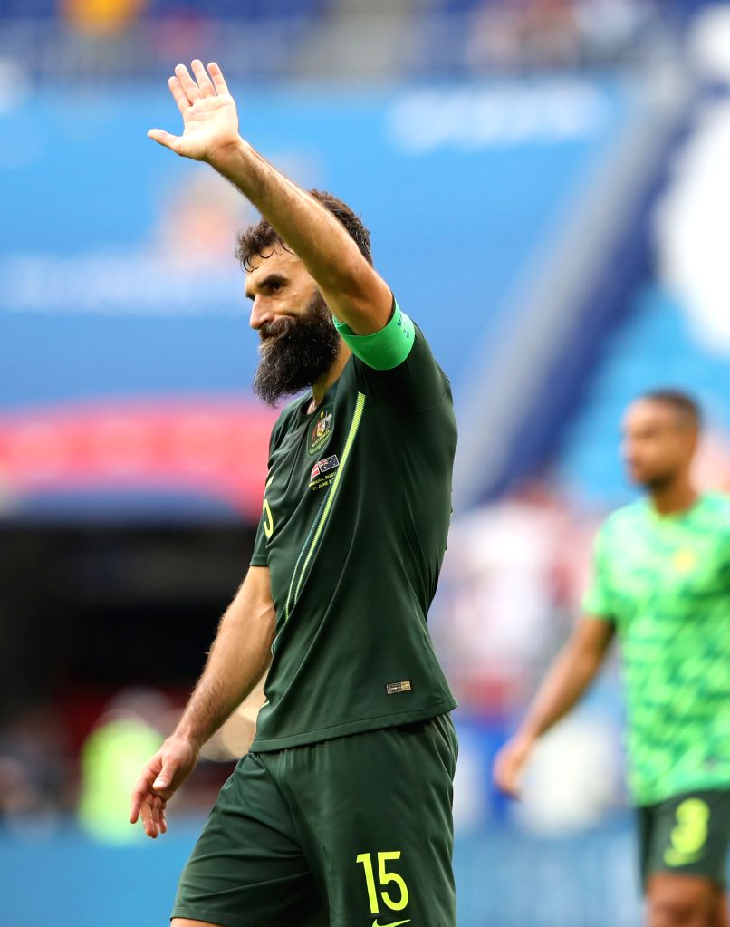 SAMARA, June 21, 2018 (Xinhua) -- Mile Jedinak of Australia greets the audience after the 2018 FIFA World Cup Group C match between Denmark and Australia in Samara, Russia, June 21, 2018. The match ended in a 1-1 draw. (Xinhua/Ye Pingfan/IANS)