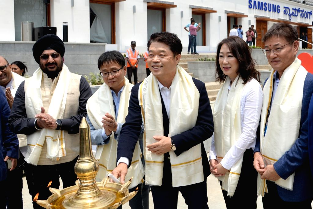 """Samsung SouthWest Asia President and CEO HC Hong with other dignitaries outside """"Samsung Opera House"""", in Bengaluru, on Sept 11, 2018."""
