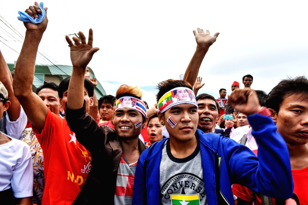 SAMUT SAKHON, June 23, 2016 - Myanmar migrant workers attend a rally to welcome the arrival of Myanmar State Counselor and Foreign Minister Aung San Suu Kyi in Samut Sakhon province, Thailand, June ... - Aung San Suu Kyi