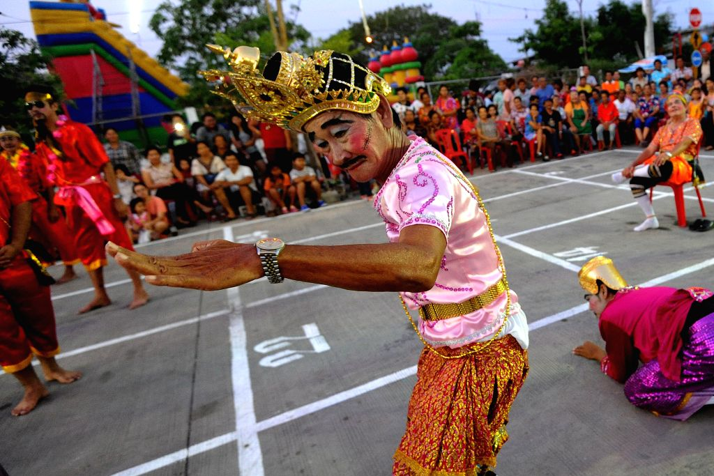 SAMUTPRAKRAN, April 15, 2016 - Thai people dressed in traditional clothes act as Thai chess pieces in Samutprakran province, Thailand, April 14, 2016. People acted as Thai chess pieces in an event ...