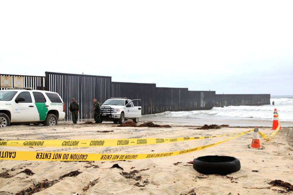 SAN DIEGO, May 1, 2018 (Xinhua) -- American policemen guard near the border wall between the U.S. and Mexico, in San Diego, the United States, April 30, 2018. Hundreds of Central American migrants arrived in Mexican border city Tijuana making a mass