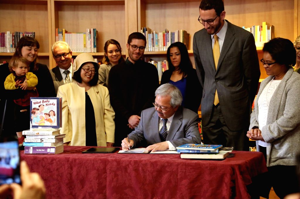 SAN FRANCISCO, April 22, 2016 - San Francisco Mayor Ed Lee signs a fully paid parental leave ordinance at the Children's Center of San Francisco's Main Library, the United States, April 21, 2016. San ...