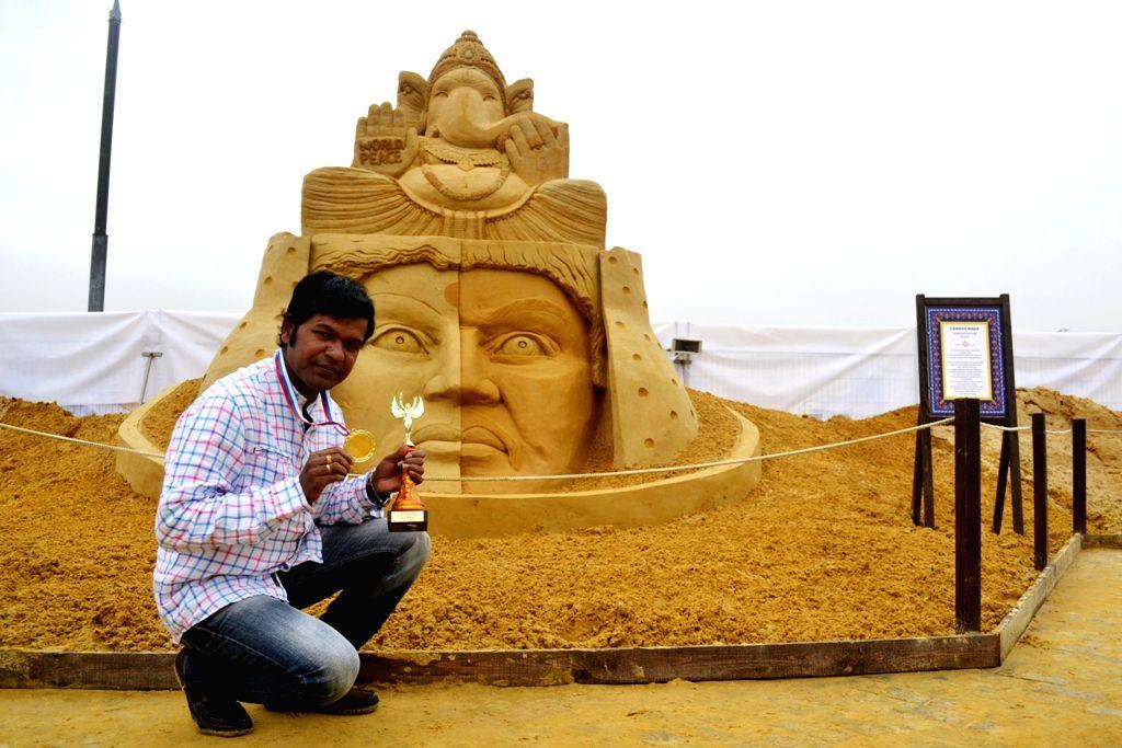 Sand artist Sudarsan Pattnaik. (Sudarsan Pattnaik/IANS) - Sudarsan Pattnaik