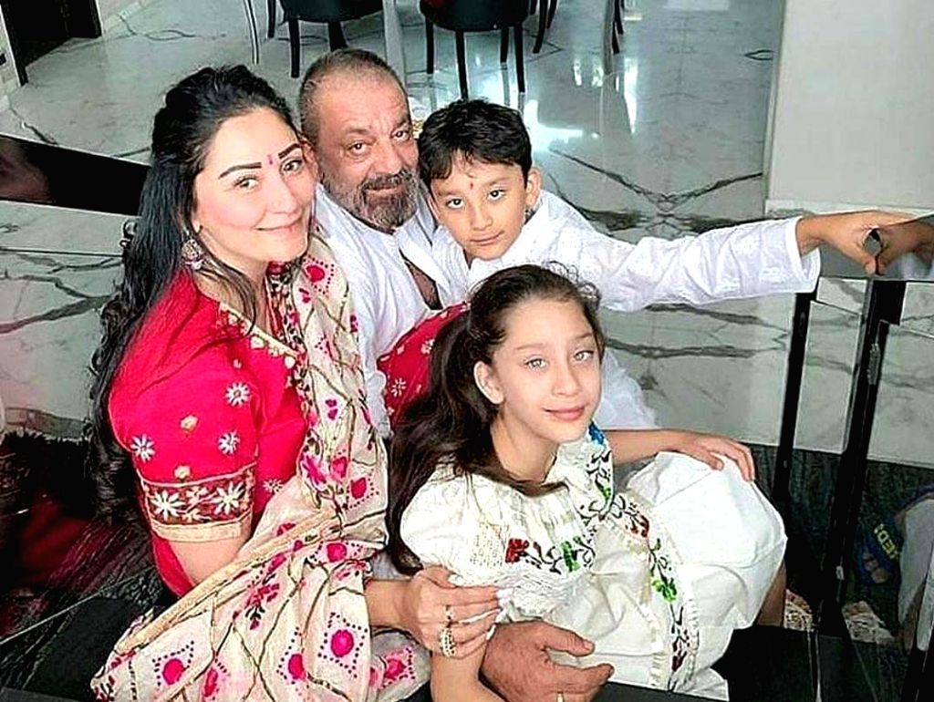 Sanjay Dutt missing his wife, kids. - Sanjay Dutt