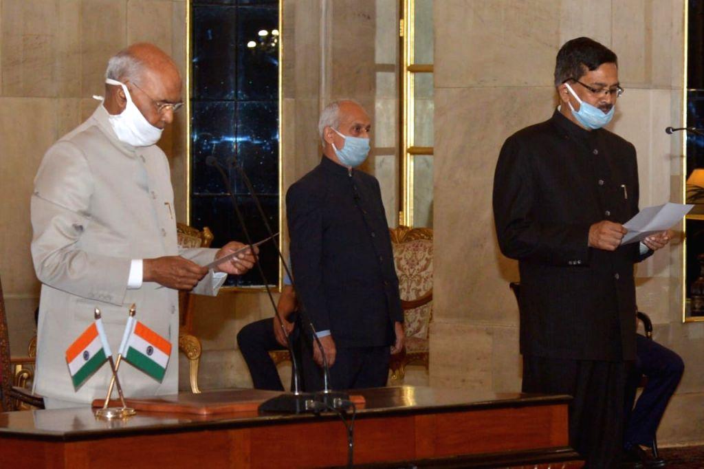 Sanjay Kothari takes oath as the new CVC.