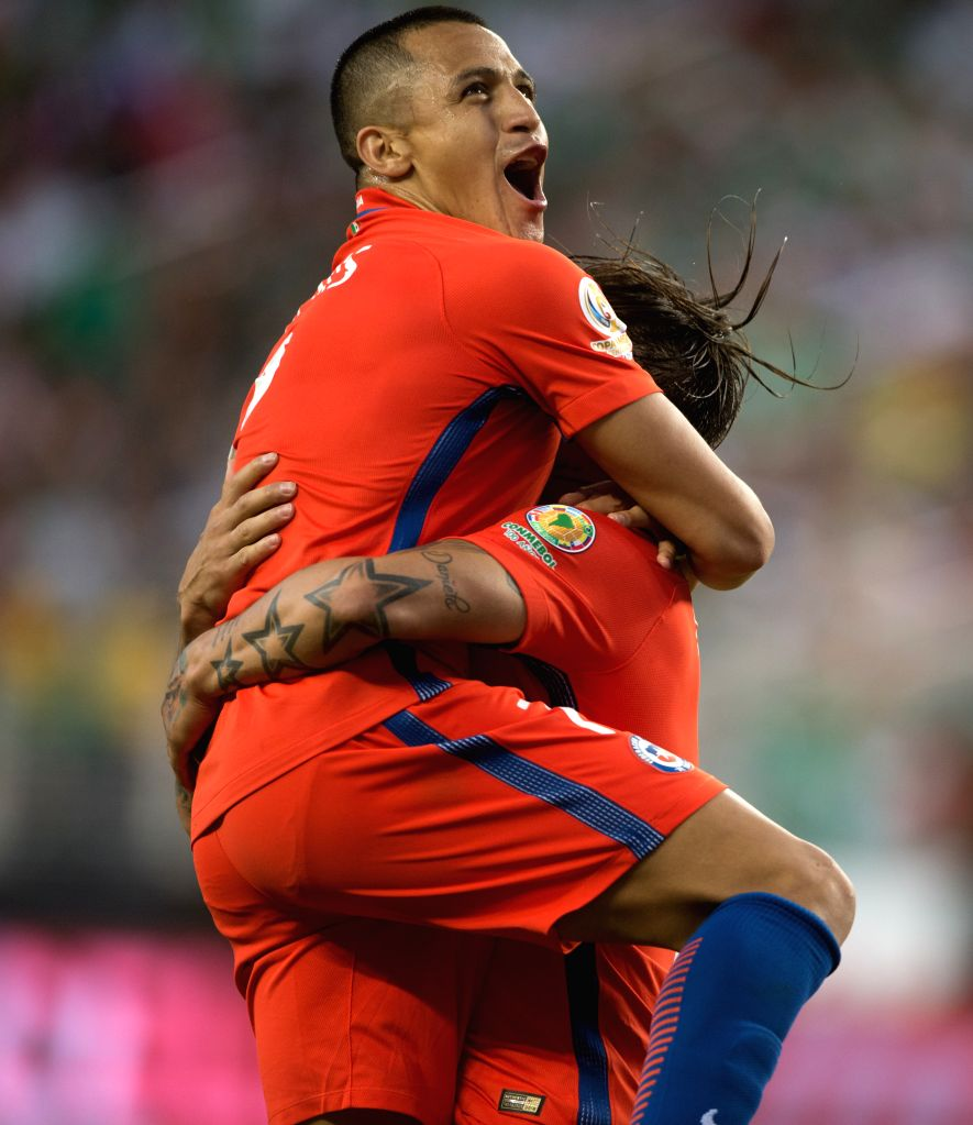 SANTA CLARA, June 19, 2016 - Alexis S??nchez (L) of Chile celebrates scoring during the quarterfinal match against Mexico of 2016 Copa America soccer tournament at the Levi's Stadium in Santa Clara, ...