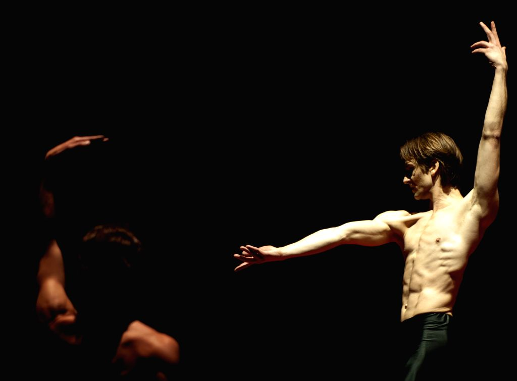 "Friedemann Vogel of German Stuttgard's Ballet performs the choreography ""Bolero"", during the general rehearsal of Choreographers Festival, in Santiago, .."
