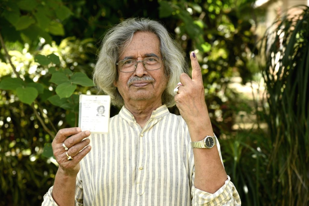 Santiniketan: Artist Jogen Chowdhury shows his forefinger marked with indelible ink after casting vote during the fourth phase of 2019 Lok Sabha elections in Santiniketan, West Bengal on April 29, 2019. (Photo: Indrajit Roy/IANS) - Jogen Chowdhury and Indrajit Roy