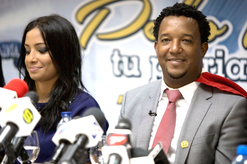 Dominican baseball player Pedro Martinez (R) and his wife Carolina Cruz take part in a press conference after his arrival to the Las Americas airport, in ...
