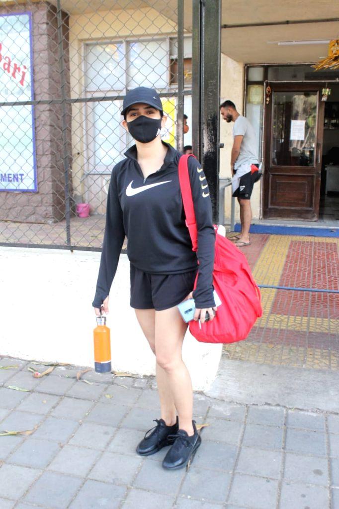 Sanya Malhotra Spotted Gym Juhuon 25 jan 2021.