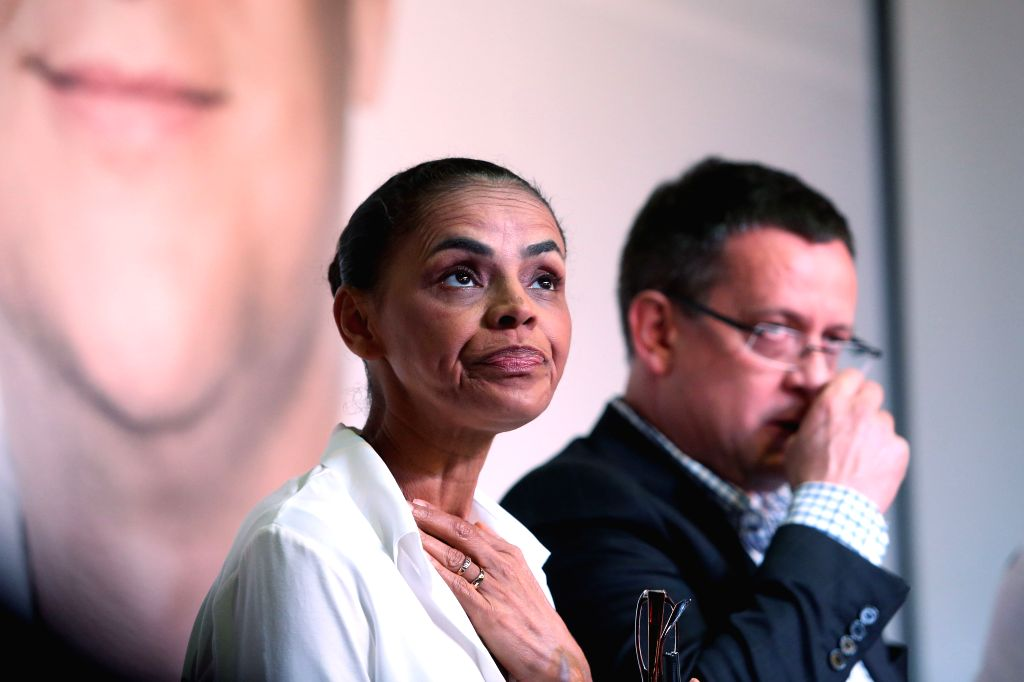 Presidential candidate of the Brazilian Socialist Party Marina Silva (L) and her running mate Beto Albuquerque hold a running campaign in Sao Paulo Aug. 29, 2014.