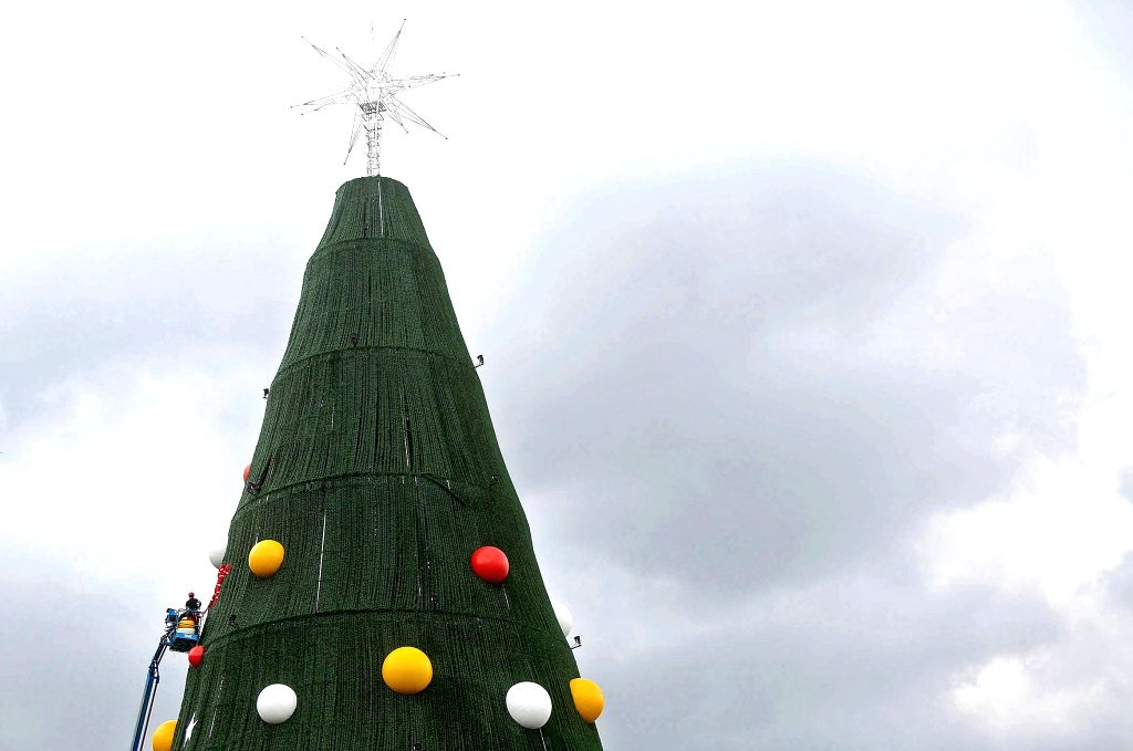 Sao Paulo city (Brazil): Workers install decrorations on a giant Christmas tree in Sao Paulo city, Brazil, on Dec. 11, 2014.