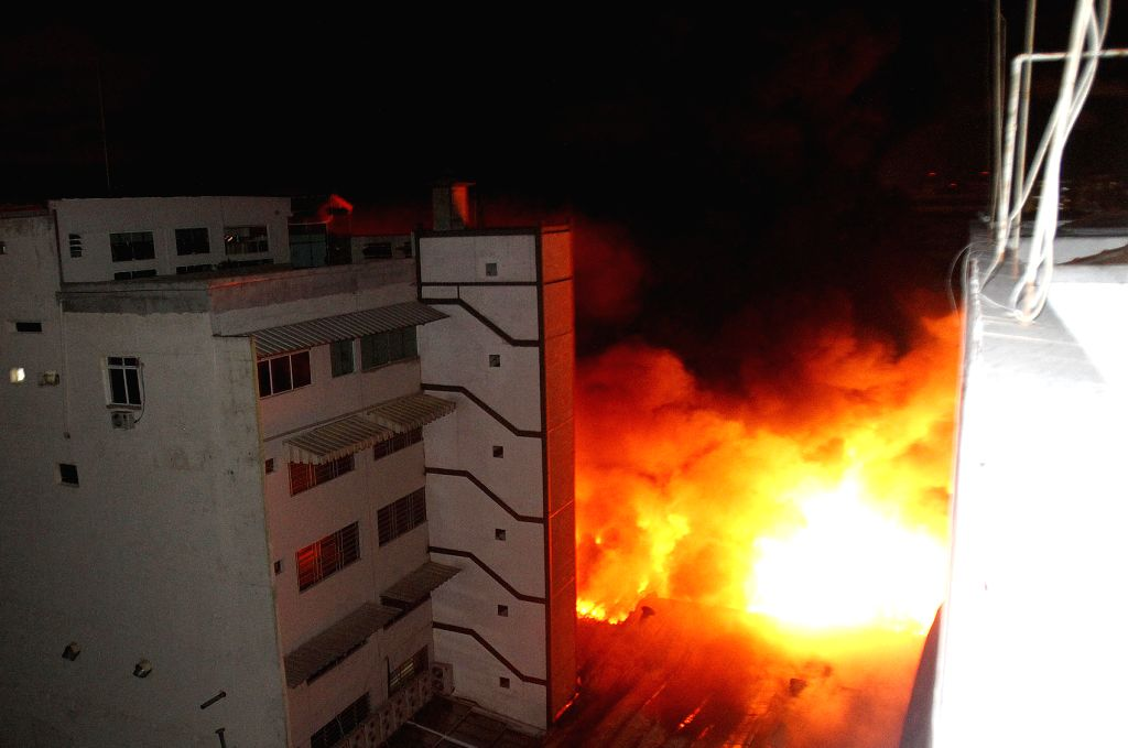 Photo taken on Dec. 21, 2014 shows the fire at a shopping mall in Sao Paulo, Brazil.  (zhf)***BRAZIL OUT***