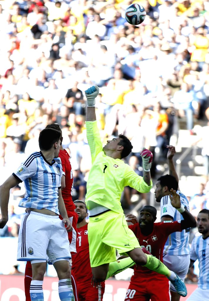 Switzerland's goalkeeper Sergio Romero (R, front) attempts to pluck the ball during a Round of 16 match between Argentina and Switzerland of 2014 FIFA World Cup at
