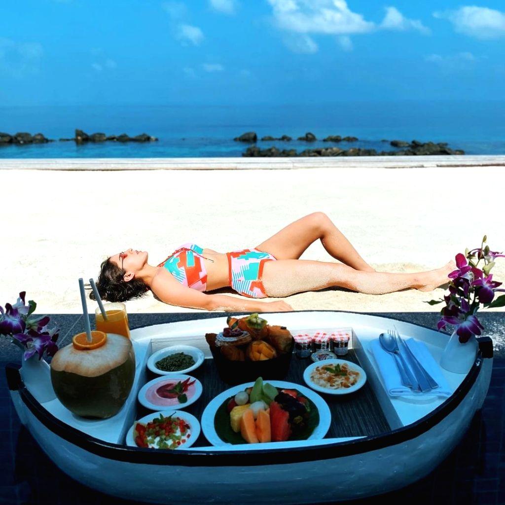 Sara Ali Khan oozes oomph in floating Maldives moment.(photo:Instagram) - Sara Ali Khan