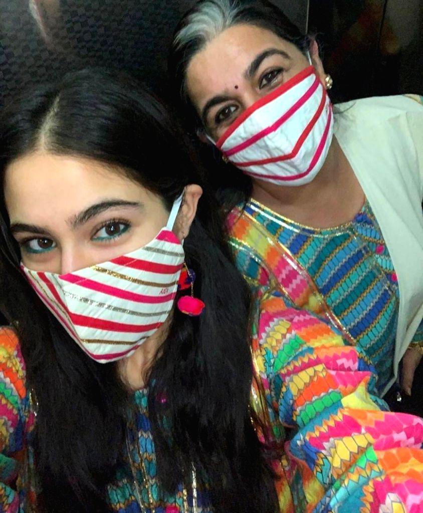 Sara Ali Khan strikes style symmetry with mom Amrita Singh. - Sara Ali Khan and Amrita Singh