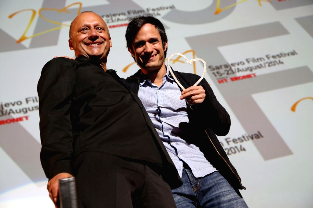 """Mirsad Purivatra(L), director of the Sarajevo Film Festival awards Mexican actor and director Gael Garcia Bernal with the """"Honorary Heart of Sarajevo"""" at"""