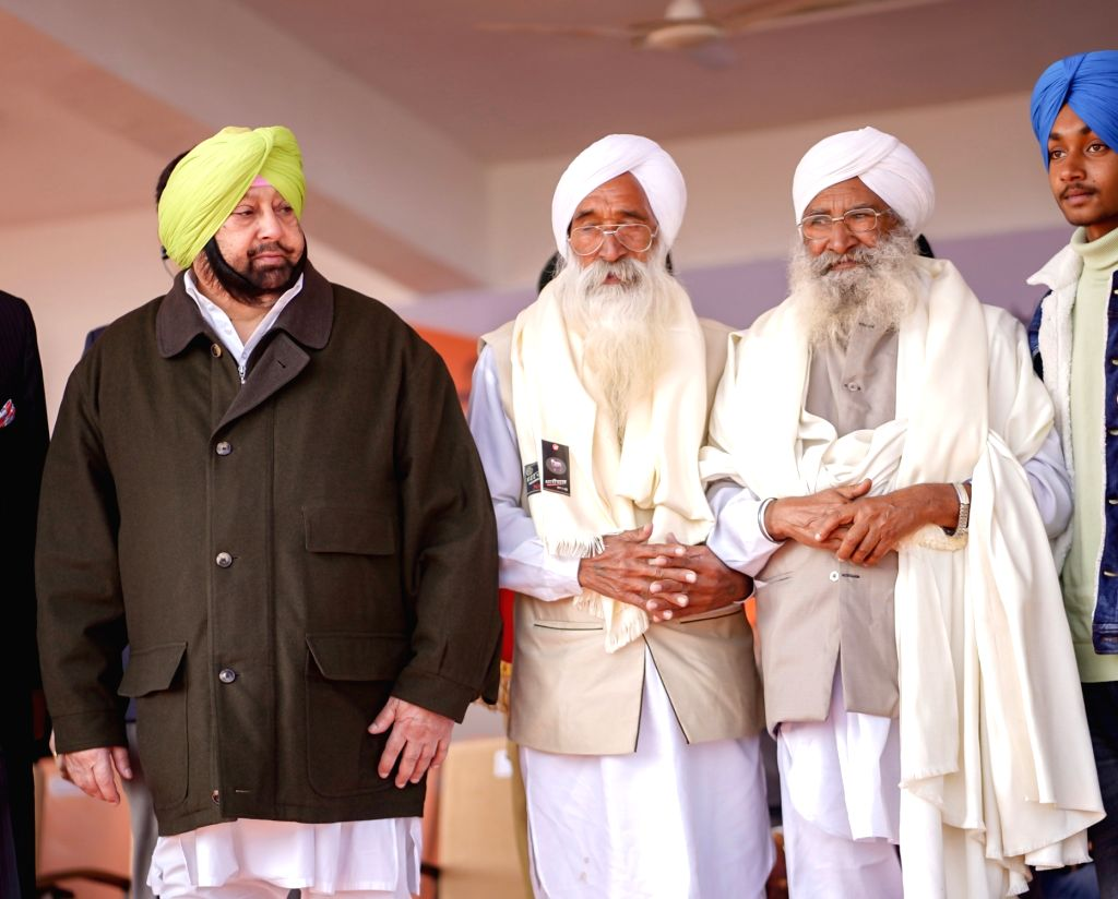 SAS Nagar: Punjab Chief Minister Captain Amarinder Singh honours freedom fighters during the 71st Republic Day celebrations in SAS Nagar district on Jan 26, 2020. - Captain Amarinder Singh