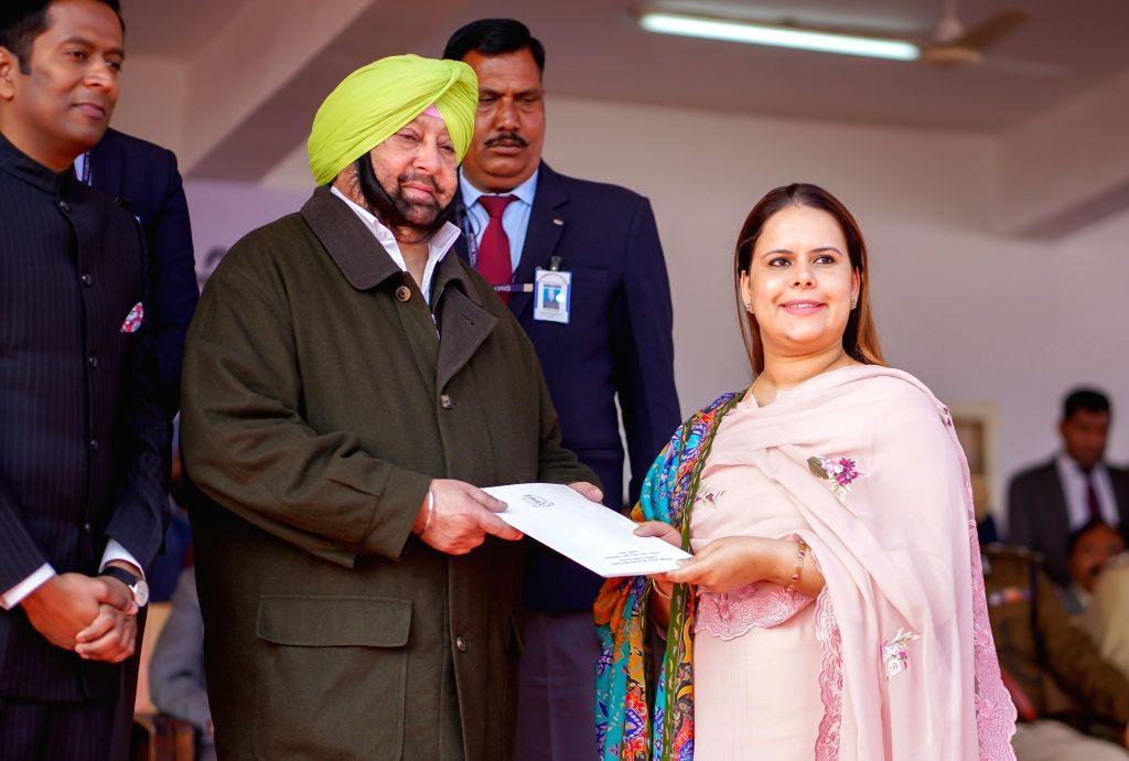 SAS Nagar: Punjab Chief Minister Captain Amarinder Singh honours Harmandeep Kaur during the 71st Republic Day celebrations in SAS Nagar district on Jan 26, 2020. - Captain Amarinder Singh and Harmandeep Kaur