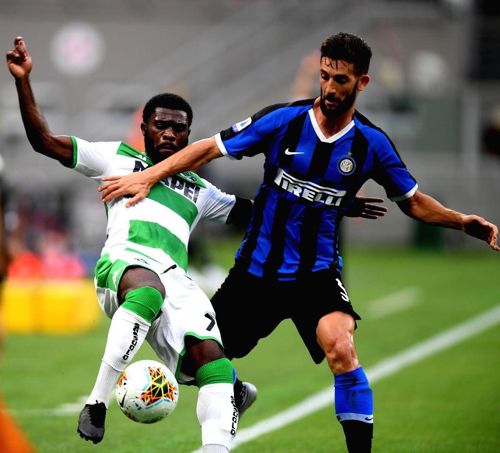 Sassuolo's Jeremie Boga (L) vies with FC Inter's Roberto Gagliardini during a Serie A football match between FC Inter and Sassuolo in Milan, Italy, June 24, 2020.