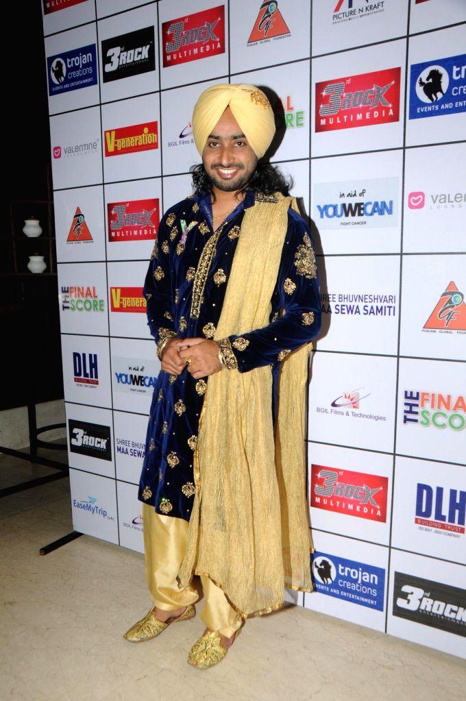 Satinder Sartaj during the Satinder Sartaj's `Mehefil-e-Sartaaj` live concert at Hotel Novotel in Juhu, Mumbai on Saturday, June 21, 2014.