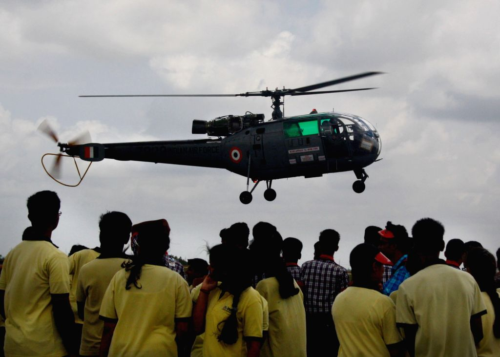School children visit Hakimpet Air Force Station to witness an IAF expo on Independence Day on Aug 15, 2015.