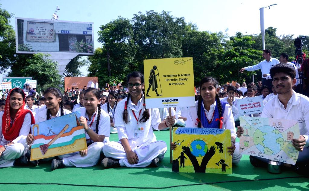 School students during a a cleanliness drive organised as part of the 'Swachhata Hi Seva Movement', in New Delhi on Sept 15, 2018.