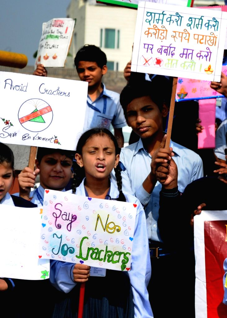 School students participate in an awareness rally urging people to refrain from burning crackers ahead of Diwali, in Amritsar on Nov 5, 2018.
