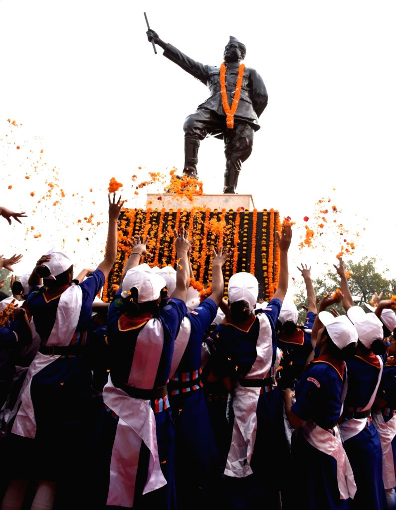 School students pay tributes to freedom fighter Netaji Subhas Chandra Bose on his 122nd birth anniversary in Patna, on Jan 23, 2019.