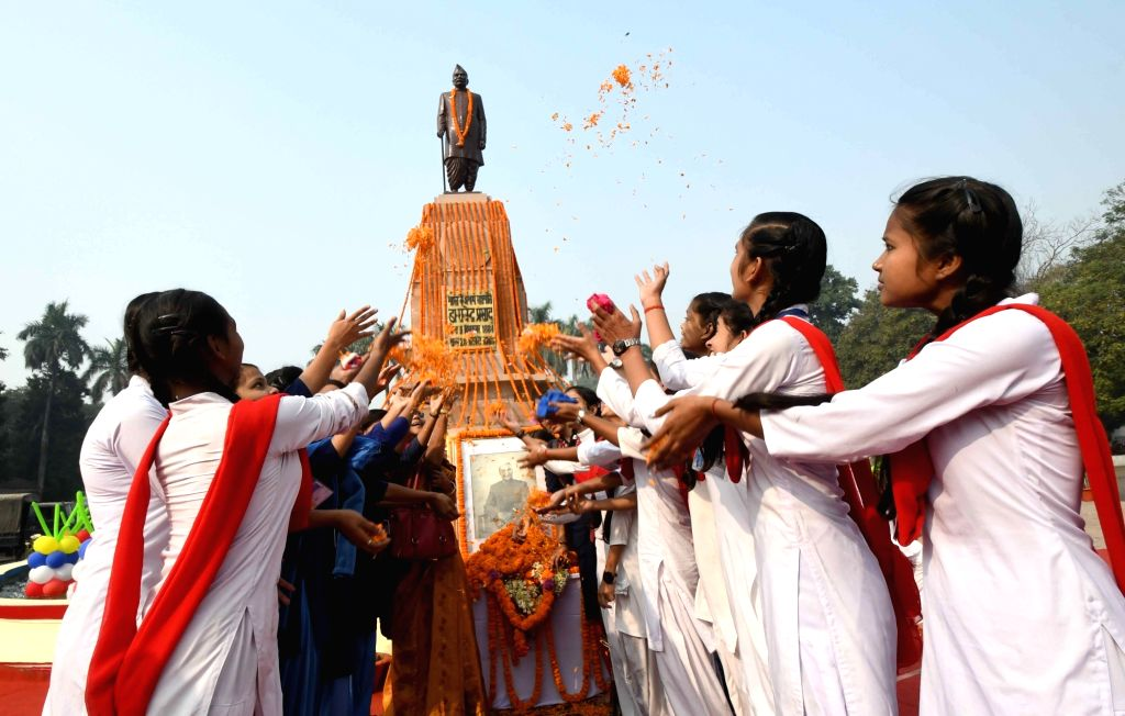 School students pay tributes to India's first President Rajendra Prasad on his 135th birth anniversary, in Patna on Dec 3, 2019.