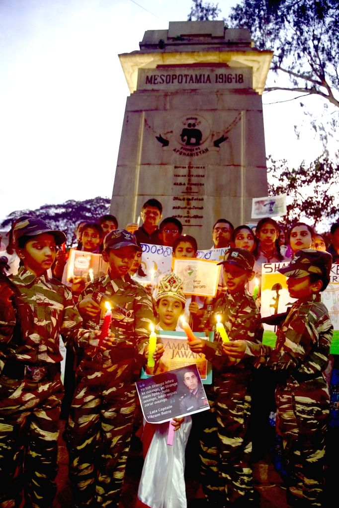 Schools students pay tribute to martyrs on the eve of Kargil Vijay Divas at the War Memorial in Bengaluru on July 25, 2017.