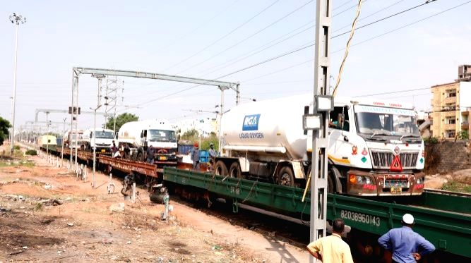 SCR's Oxygen Express sets off on third run from Telangana to bring more LMO from Odisha