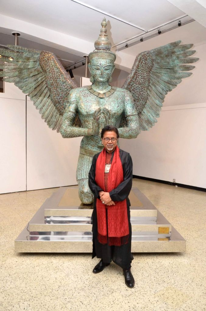 Sculptor Satish Gupta during the inauguration of his show The Silent Eternity, in Mumbai, on Nov 29, 2016. - Satish Gupta