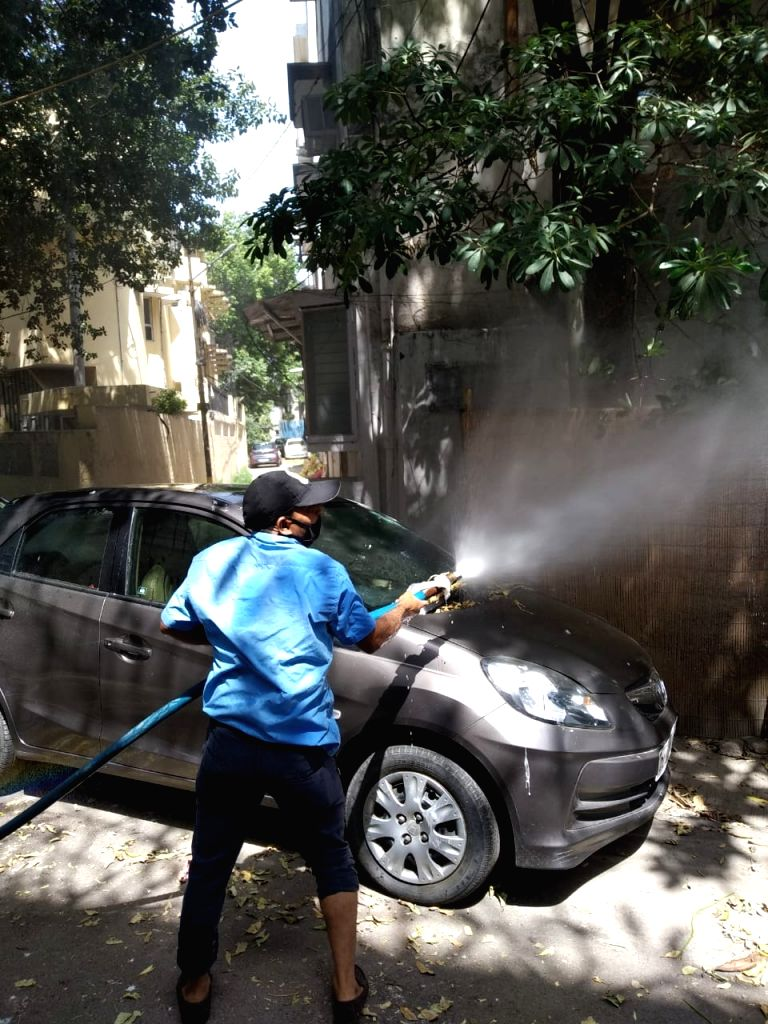 SDMC carrying out mass disinfection work in corona affected Nizamuddin area on war footing.