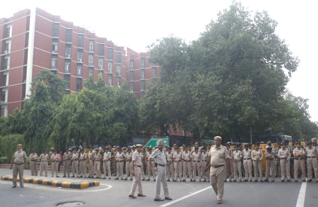 Security beefed up outside Election Commission to control NSUI activists protests against Electronic Voting Machine (EVMs) glitch in the recently concluded DUSU polls, in New Delhi on Sept ...