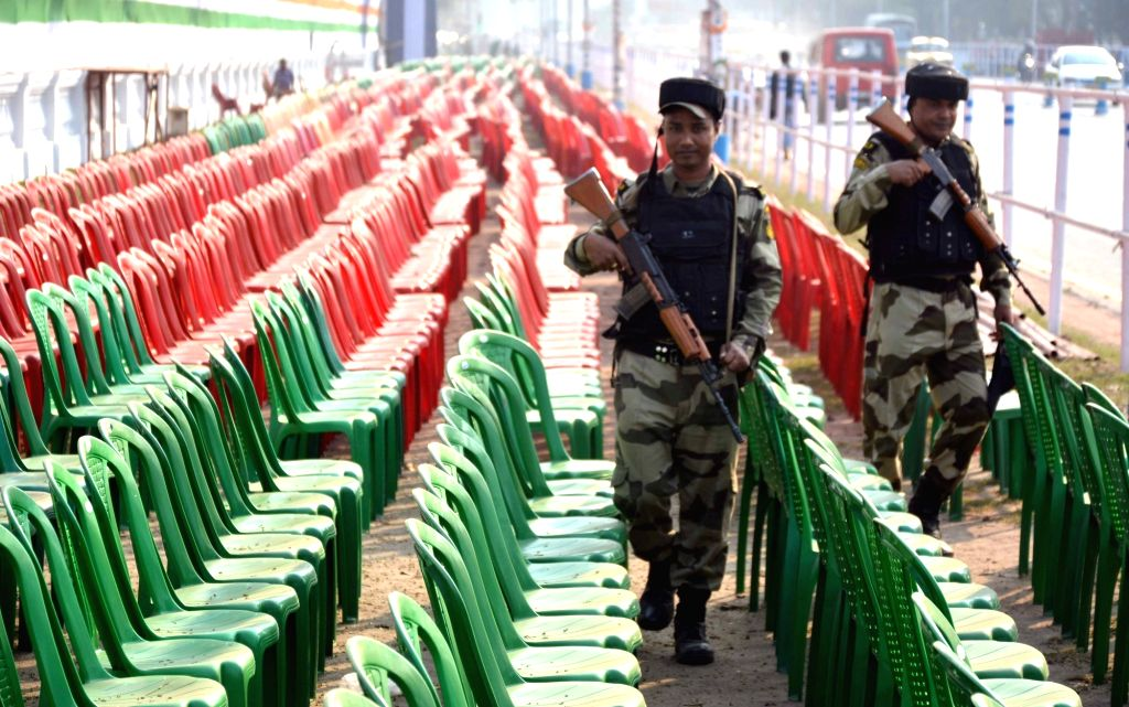 Security checks being carried out on the eve of 2019 Republic Day parade at Red Road in Kolkata, on Jan 25, 2019.