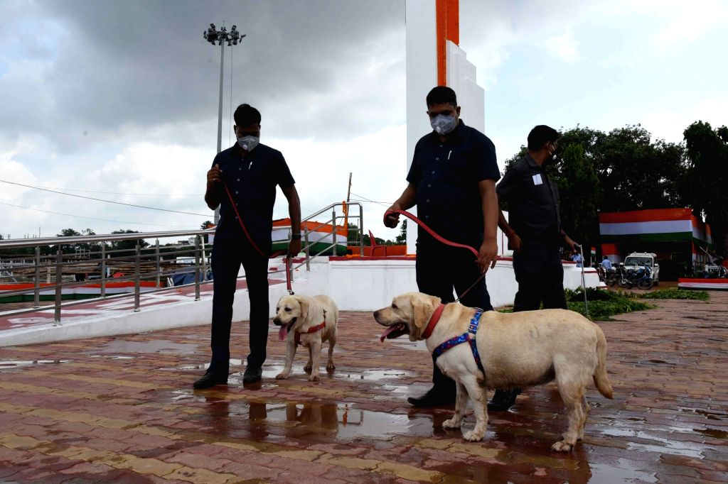 Security checks being carried out with the help of dog squad at Gandhi Maidan on the eve of the 74th Independence Day parade, in Patna on Aug 14, 2020.