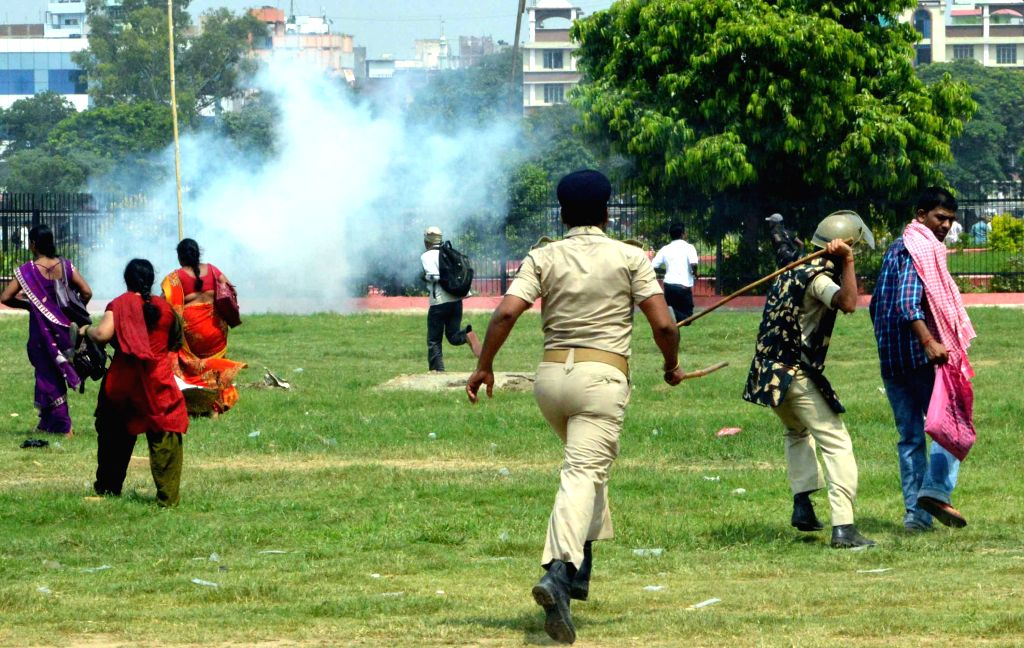 Security personnel charge batons on members of Prerak Sangh in Patna on August 10, 2015.