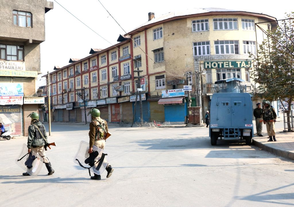 Security personnel ma a Srinagar road as authorities imposed curfew in some parts of the city to prevent post-prayer protests on Oct 28, 2016.