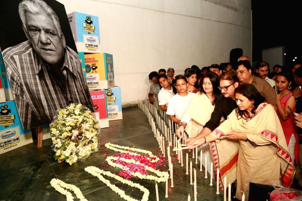 Seema Kapoor, actors Sarika, Vinay Pathak and others pay homgae to late veteran actor Om Puri during closing of Jagran Film Festival in New Delhi on July 5, 2017. - Seema Kapoor, Sarika and Vinay Pathak