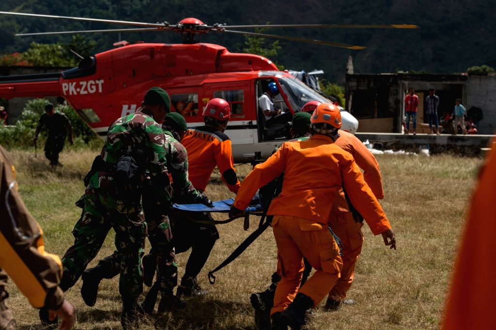 SEMBALUN, July 31, 2018 - Rescuers bring a stretcher to carry a climber's body evacuated from Mount Rinjani volcano in East Lombok, Indonesia, July 31, 2018. At least 543 tourists have been rescued ...