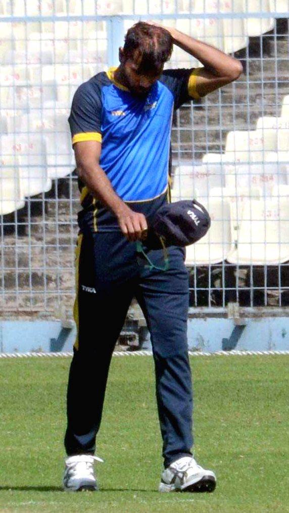 Senior Bengal pacer Ashok Dinda was hit on his forehead while trying to take a catch off his own during the team's Twenty 20 simulation camp for Syed Mushtaq Ali Trophy at the Eden Gardens ...