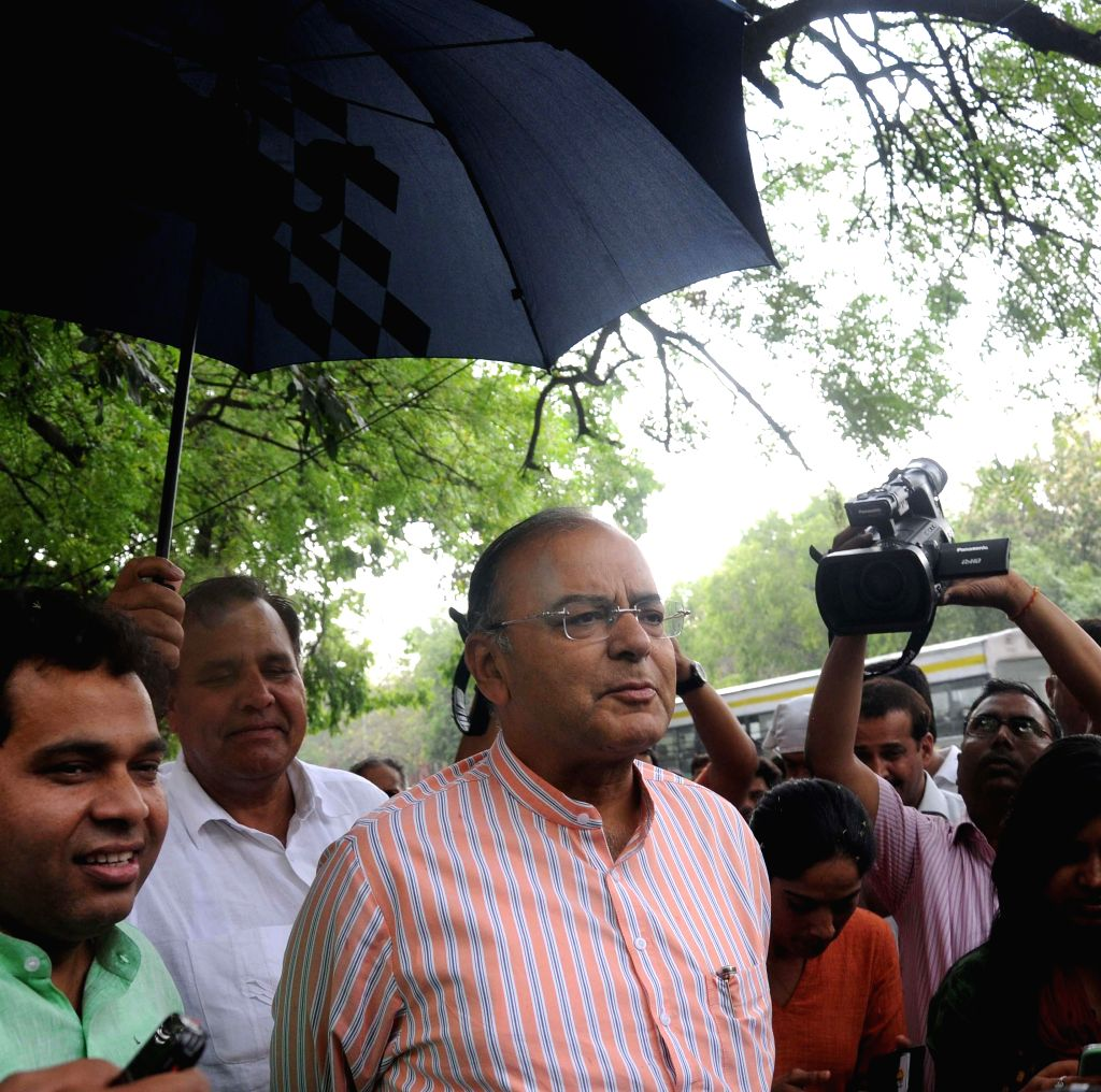 Senior BJP leader Arun Jaitley addresses press after meeting Chief Election Commissioner in New Delhi on May 5, 2014.