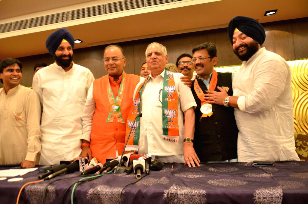 Senior Congress leader Darbari Lal joins BJP in the presence of BJP candidate for 2014 Lok Sabha Election from Amritsar, Arun Jaitley and Punjab BJP chief Kamal Sharma in Amritsar on April 27, 2014. - Arun Jaitley and Kamal Sharma