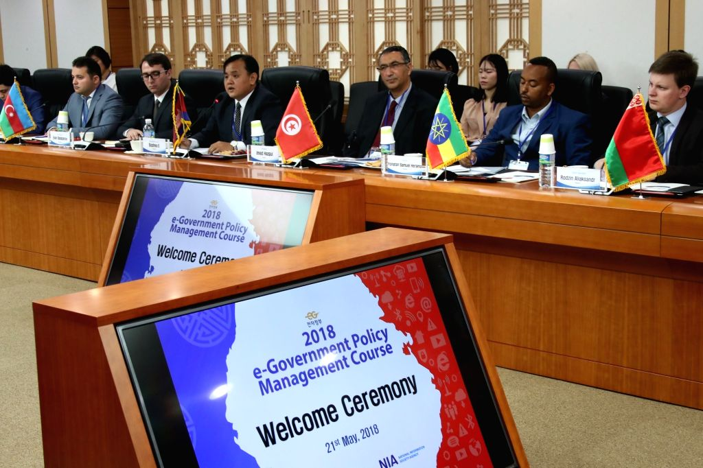 Senior foreign officials attend a lecture and discussion session in Seoul on e-government and digital innovation policies on May 21, 2018, to learn about South Korea's know-how and experience. ...